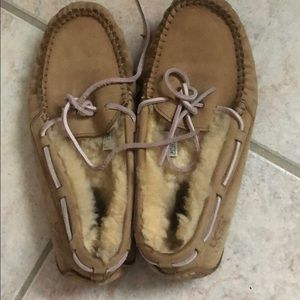 Uggs slippers size 5